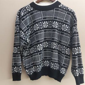 Vtg Snowflake Wool Sweater | Black White S/M